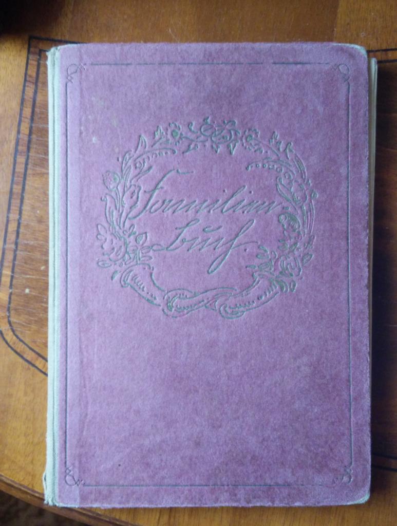 Einband eines Familienbuchs